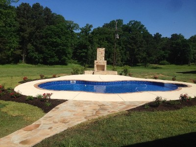 landscaping around the pool with the flagstone walkway
